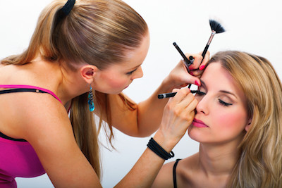 How to use make up and contact lenses